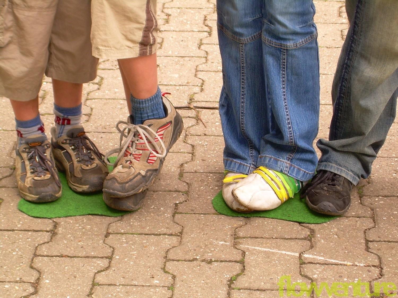 Füße auf Platten