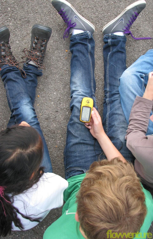 Kinder mit GPS-Gerät