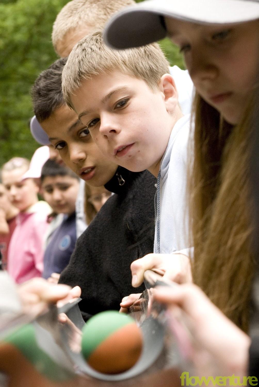 Schüler bei Kooperationsaufgabe