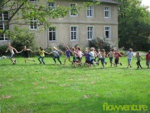 Schüler vor der Burg Waldmannshausen