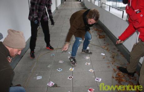Gruppe spielt Spiel