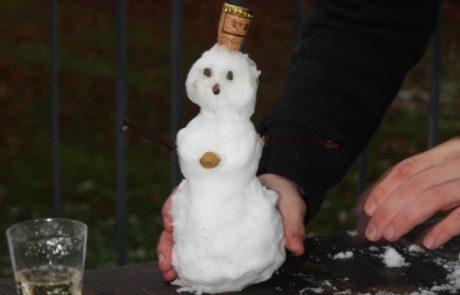 Schneemann mit Sektglas